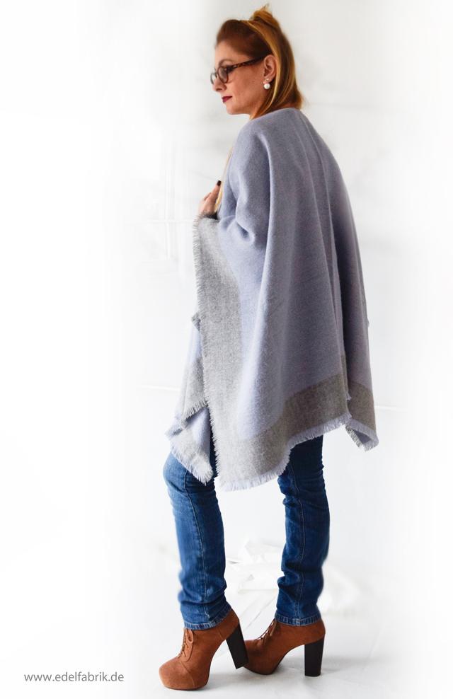 Jeans und Wendeponcho aus der Helene Fischer Kollektion von Tchibo, die Edelfabrik