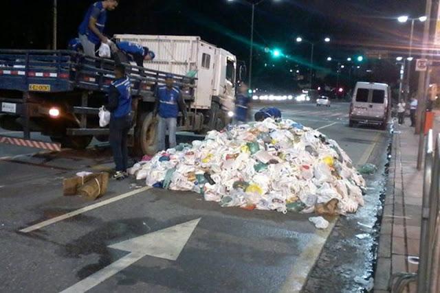 Alimentos arrecadados em show de Pabllo Vittar são abandonados na rua