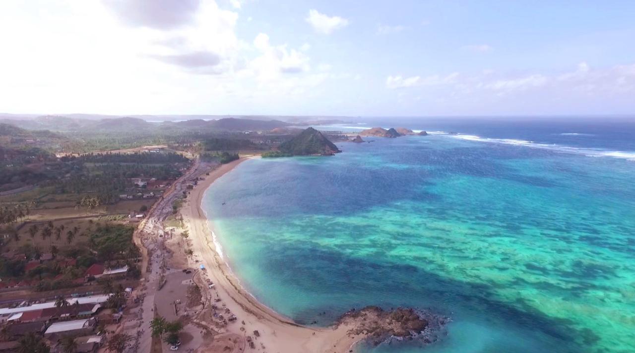 wisata indonesia terkenal di pantai dan pulau Mandalika NTT