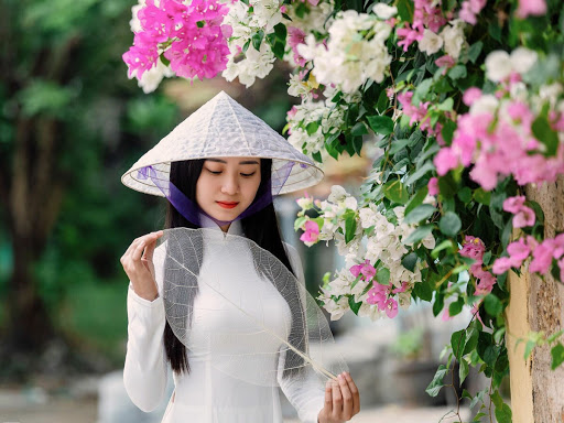 Vietnamese Clothing: The Beauty of Vietnamese Conical Hat or Non La