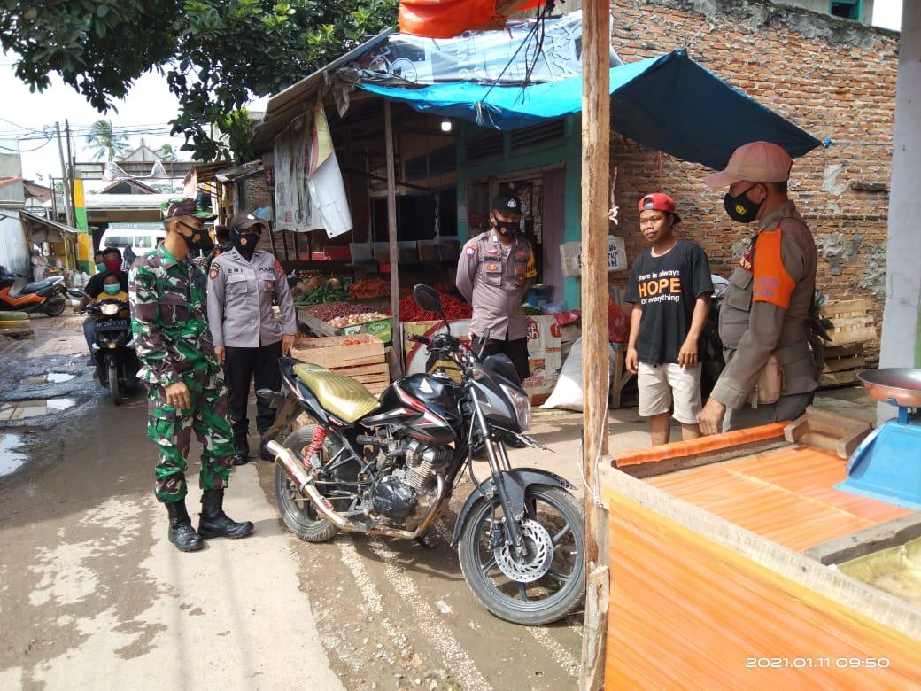 Dalam rangka mencegah terjadinya peningkatan angka pemaparan virus Covid-19 di Kota Bandar Lampung, Satuan Tugas Penanganan Covid-19 sambangi pasar Tempel