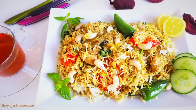 nawabi-biryani-Indian-cuisine-main-dish-rice-tomatoes-garam-masala-red-pepper-fried-onions-kewra-screwpine-cashews-almonds-sesame-seeds-lemon-mint-green-pepper-cloves-cinnamon-chicken-pilaf-entree-