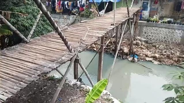 Miris! Jembatan Reyot di Jakarta Barat, Warga Cemas, Ibu Hamil Nyaris Jadi Korban