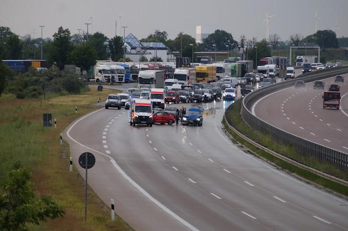 Vollsperrung nach Unfall auf der A9 bei Köckern