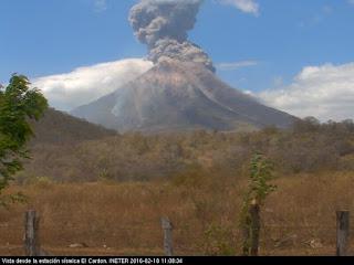 Explosion sur le volcan Momotombo, 18 février 2016 après-midi