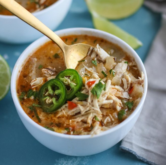 Slow Cooker White Chicken Chili #healthy #lowcarb