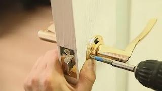 طريقة تركيب كالون الباب الخشب