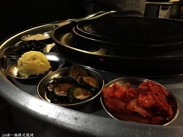IMG 4236 - 【台中美食】好想念韓國的燒肉啊!!!『一桶韓式燒烤』讓你重溫韓國燒肉的舊夢阿!!!@一桶@韓式燒烤@油桶燒烤@烤蛋@起司@五花肉
