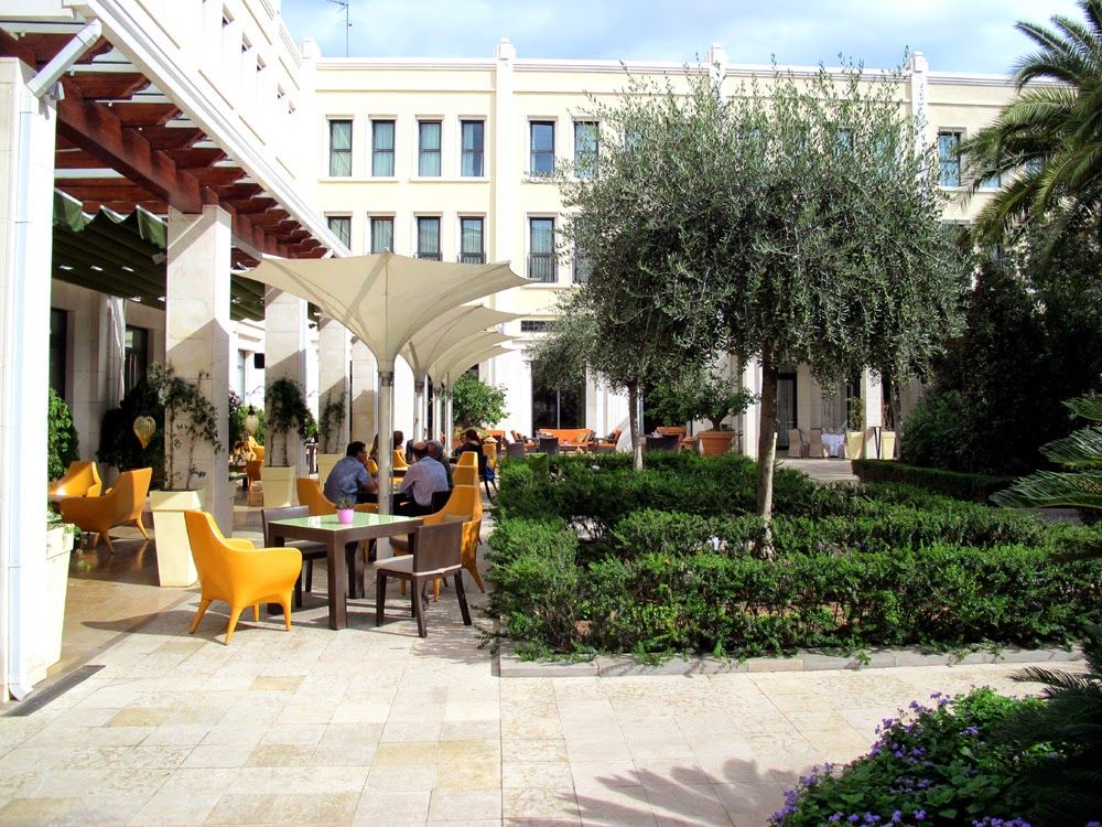 The Westin Valencia hotel courtyard garden