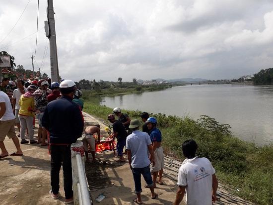 Quảng Ngãi Nam sinh lớp 10 buồn chuyện gia đình nhảy cầu tự tử