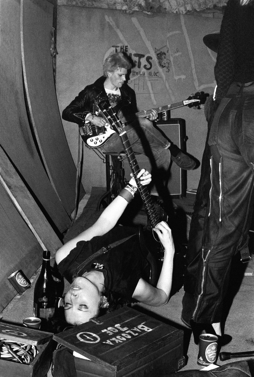 30 Candid Snapshots Capture The Early Punk Movement From