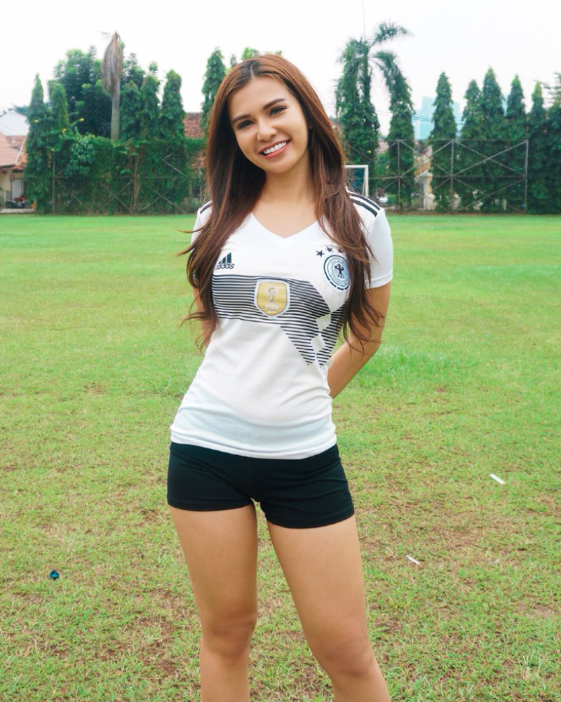 Maria Vania the Indonesian Sexiest Sportcaster