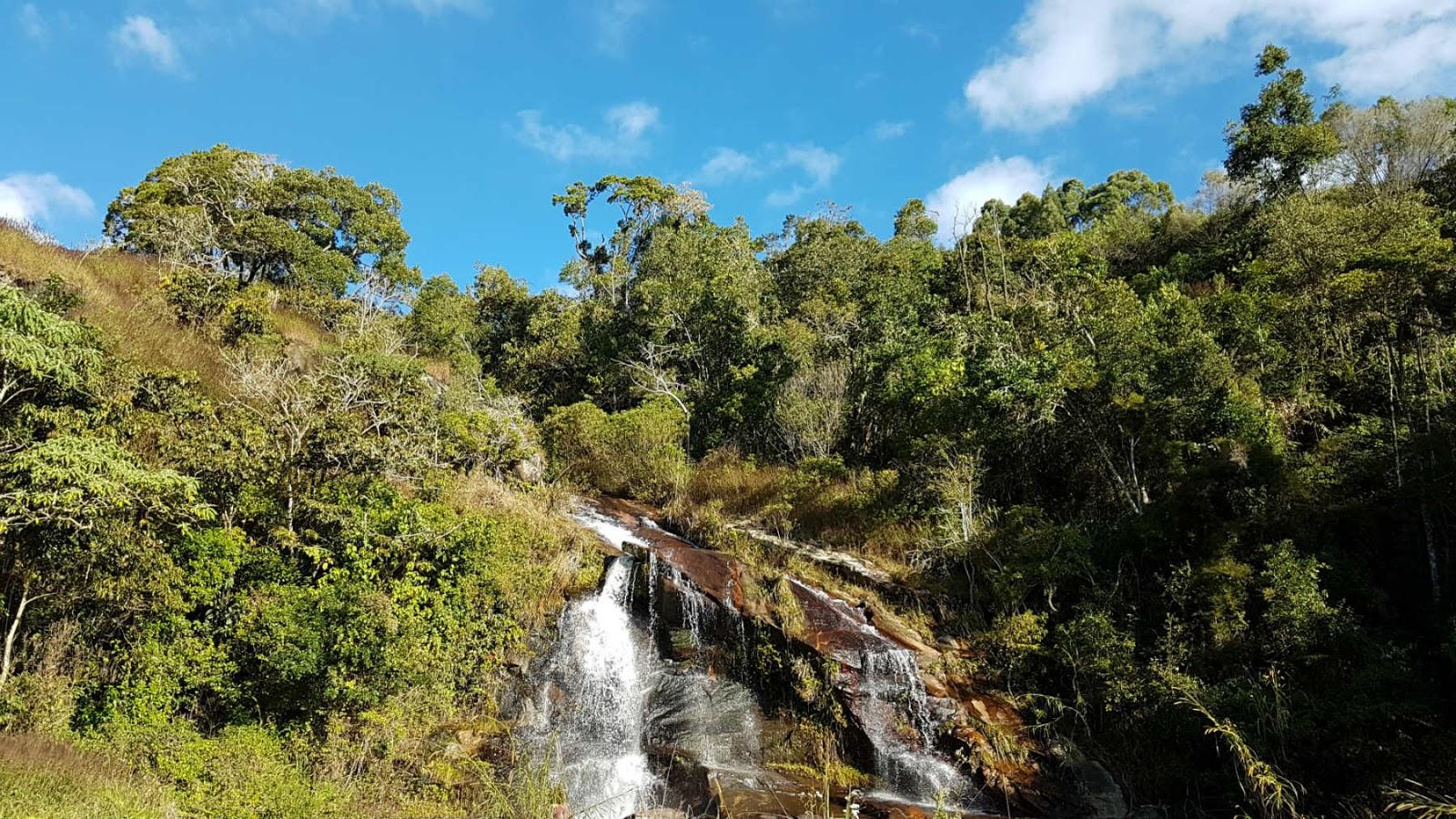 Cachoeira na estrada Paraty-Cunha.