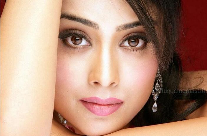Shraya Sarans Sisey Hd Face Images: Shriya Saran Face Close Up Stills