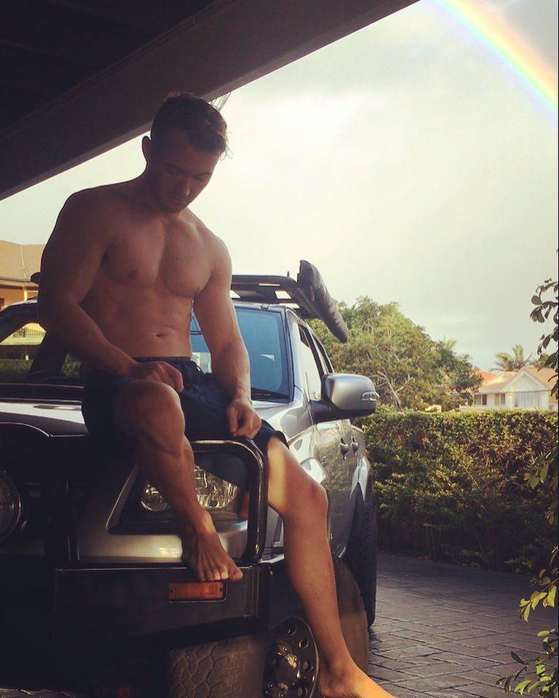 hot-guy-fit-shirtless-body-car-rainbow