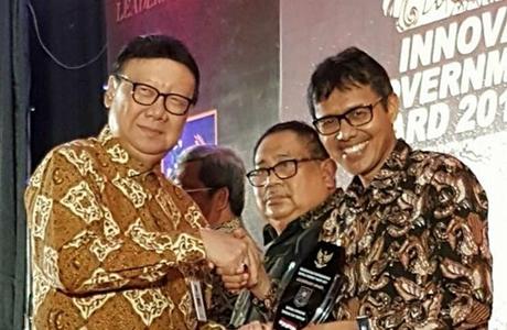 Diujung Tahun, Gubernur Sumbar Lengkapi Anugerah dengan Leadership Award 2017