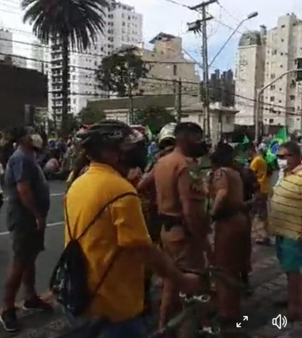 Mulher tenta matar manifestante de 73 anos que participava da Marcha para a Família em Curitiba