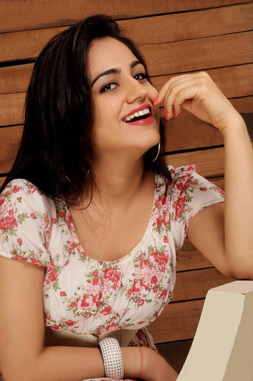 Aksha Pardasany Hot Photoshoot