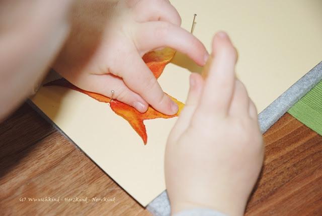Prickeln ist eine ganz tolle Basteltechnik, welche die Konzentration, die Handmuskulatur, die Augen-Hand-Koordination, den Dreipunktgriff und damit auch die Feinmotorik übt und fördert.