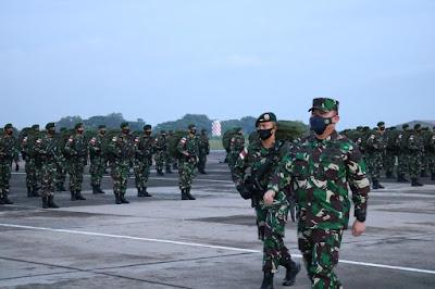 Asops Panglima TNI Berangkatkan Yonif Para Raider 501/BY ke Papua
