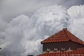 Meteorología vigila zona de aguaceros con potencial bajo para convertirse en huracán