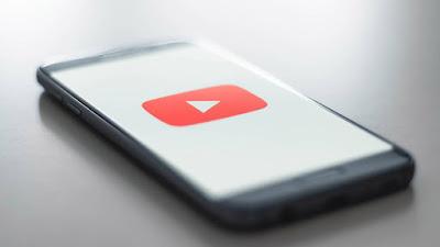 YouTube traz painéis de verificação de fatos para os EUA para combater desinformação do COVID-19