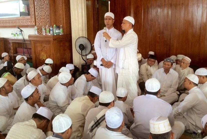 Mualaf Majelis Az-Zikra 710 Orang