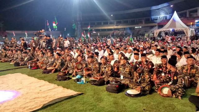 Bikin Adem, Banser, TNI dan Polri Bersholawat Bersama di GOR Sidoarjo