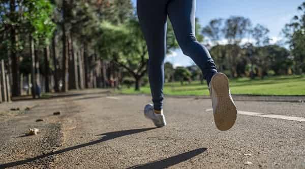 Legging: como combinar a peça democrática em looks casuais e formais