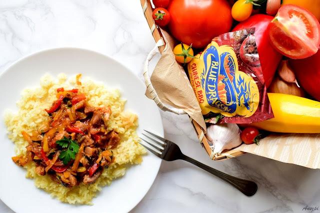 Wieprzowina z warzywami i sosem stir-fry na ryżu