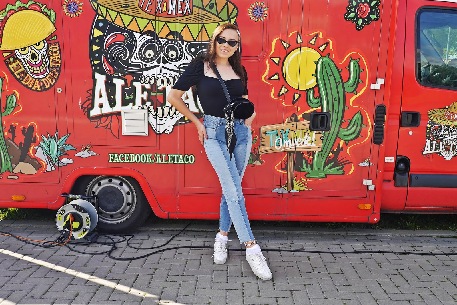 Czarny top z bufkami new yorker białe platformy jeansowe spodnie karyn blog modowy blogerka modowa puławy
