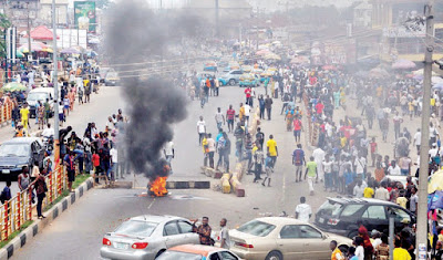 Chaos as university students protest tuition fee hike in Akure