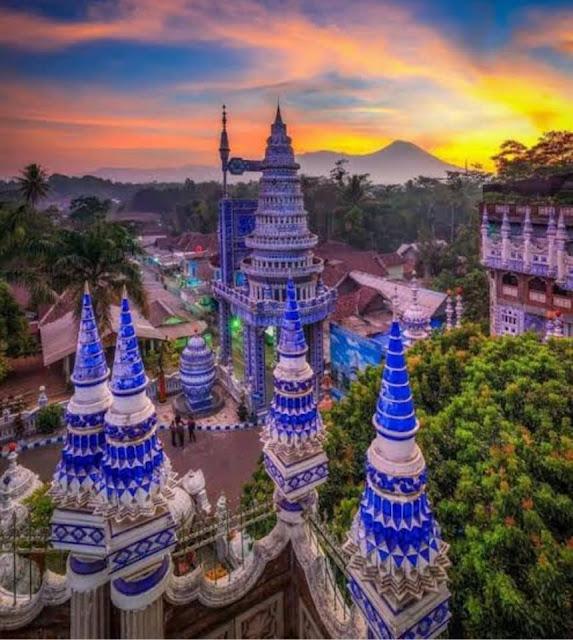 Masjid Tiban Malang, Masjid Biru Menjadi Wisata Religi Menarik