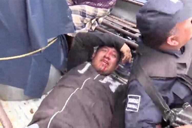 VIDEO: Disputa por manantial en Oaxaca sigue: pobladores retienen a 18 policías