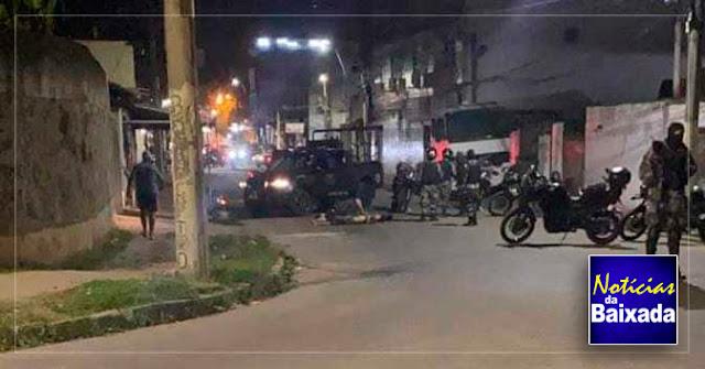 Dupla fecha rua e policial do Choque reage com tiros atingindo elemento na Baixada