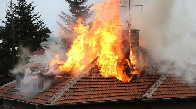Kigyulladt egy családi ház tetőszerkezete Girincsen