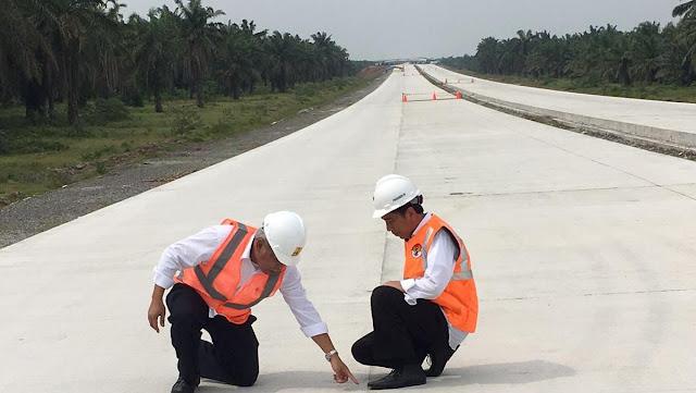 Jokowi Jangan Jumawa, Meninjau Tol Pekerjaan Mandor