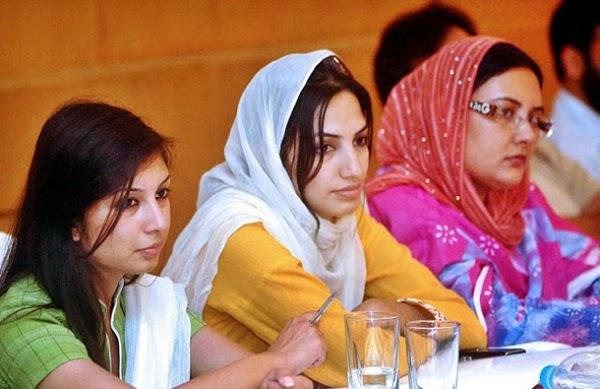 Girls Pakistani Beautiful College Girls Photos-4152