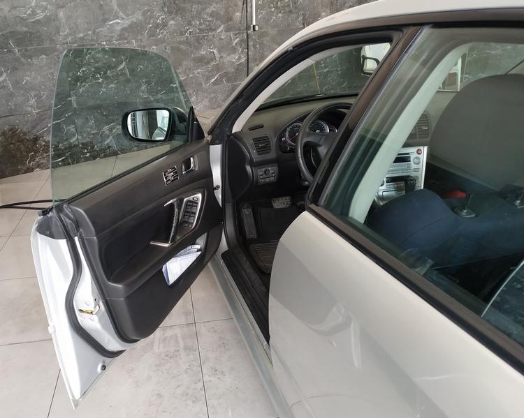 Subaru Legacy Çerçevesiz Camlar