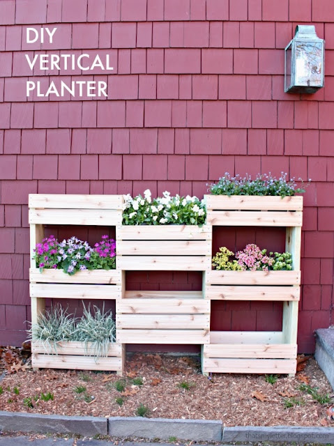 DIY Simple Vertical Planter With Pallet