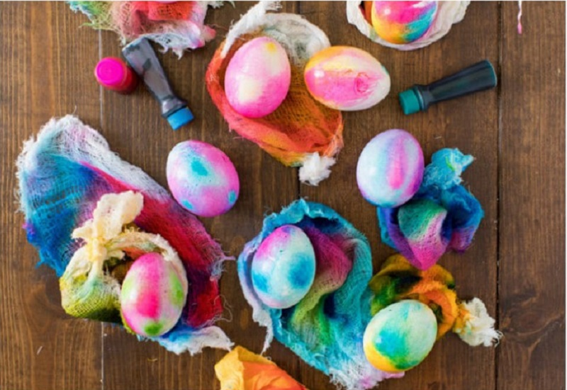 tie dyed Easter eggs using cheesecloth