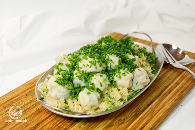 selbstgemachte Innviertler Grammelknödel mit Sauerkraut - Foodblog Topfgartenwelt
