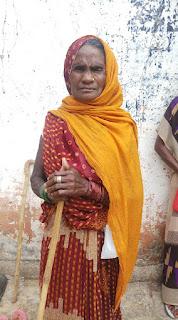 गांव में टीकाकरण केन्द्र बनते ही निरसिया ने लगवाया वैक्सीन का पहला डोज