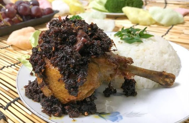 cara membuat bebek hitam madura, bumbu hitam, resep bebek madura, bebek goreng gurih, madura, bebek goreng, sate madura