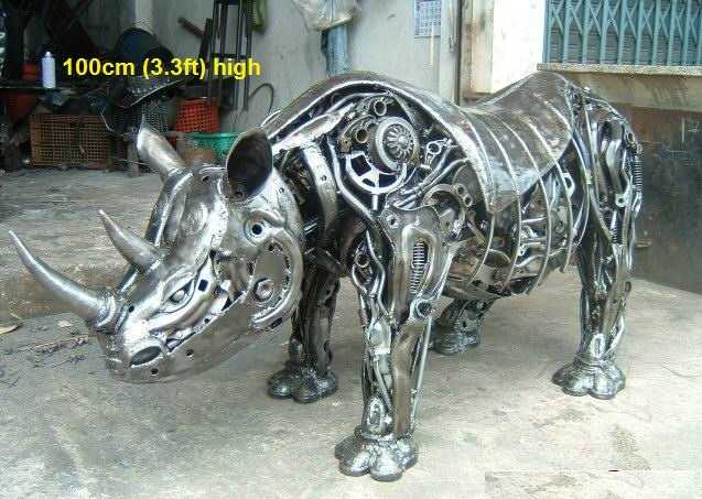 08-Rhino-Rhinoceros-Namfon-Suktawee-Animals-Art-made-by-Upcycling-Scrap-Metal-in-Thailand-www-designstack-co