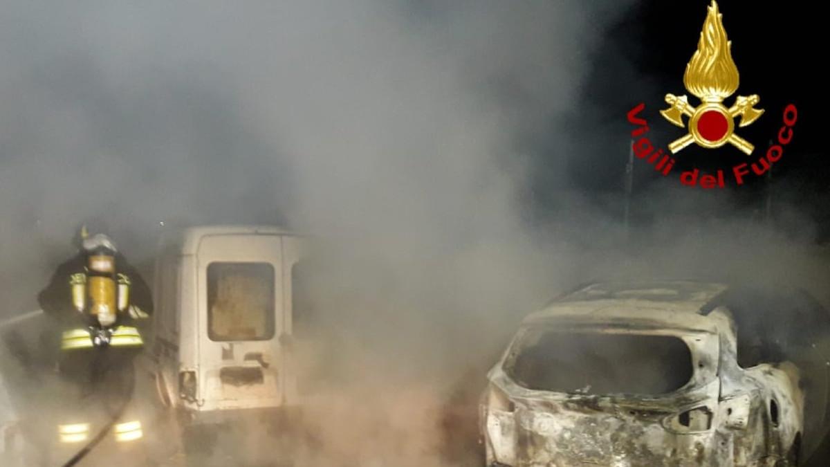 4 auto incendiate a Paternò