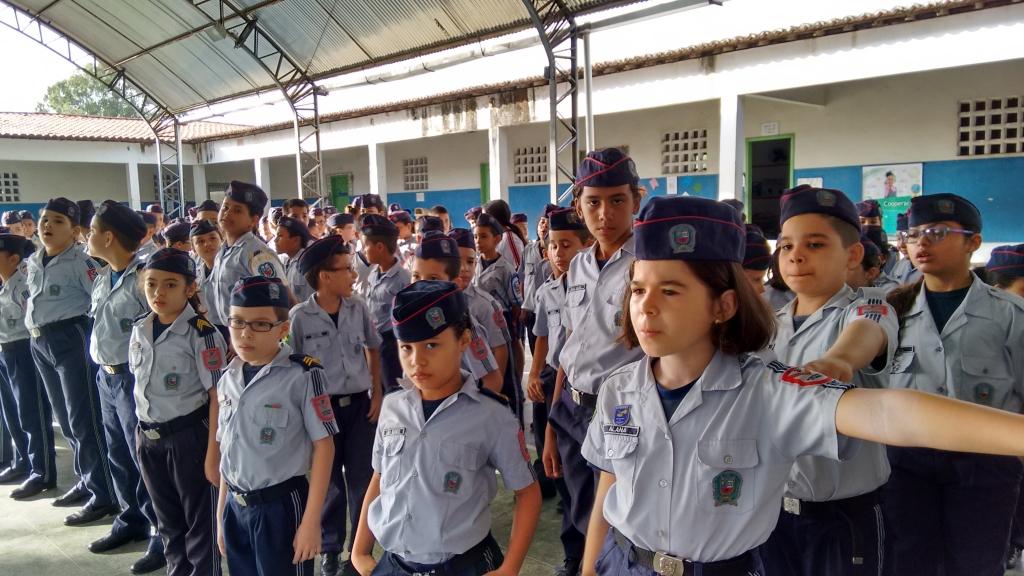 Resultado de imagem para escola militarizada