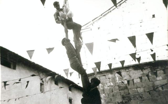 fotos antiguas, Beceite, Beseit, blanco y negro, b&n, blanco, negro, sepia, fiestas, poste, pollo, Serret