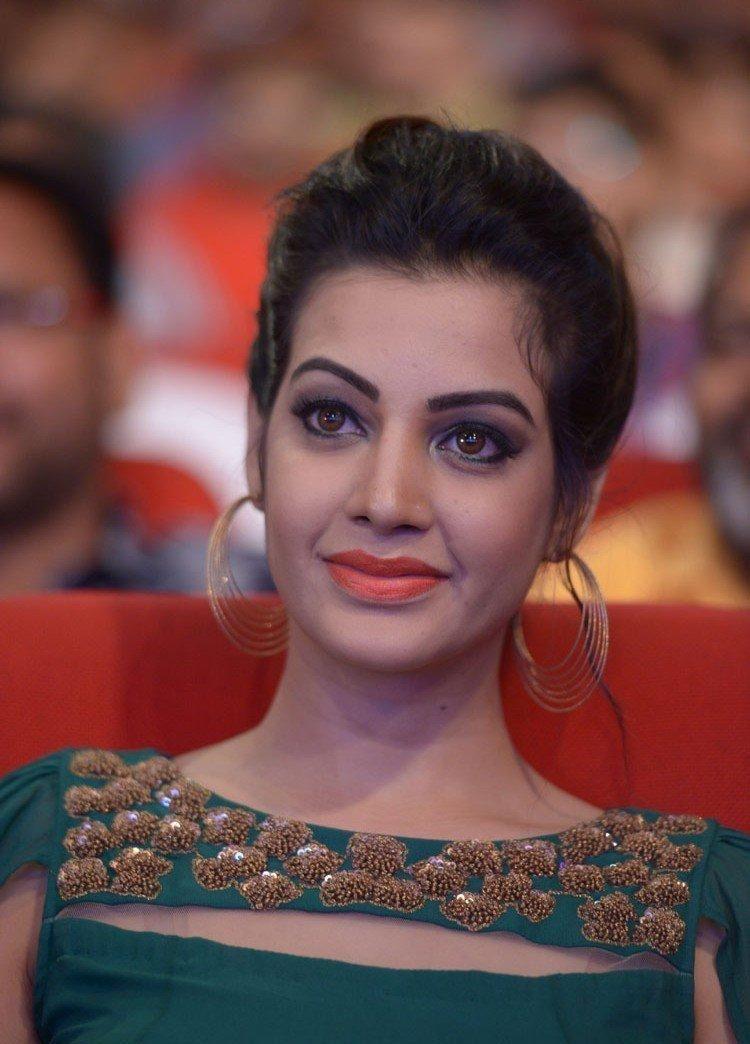 Sexy & Sizzling Photo's of Thondi film actress Deeksha Panth