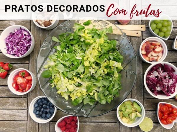 salada decorada com frutas variadas